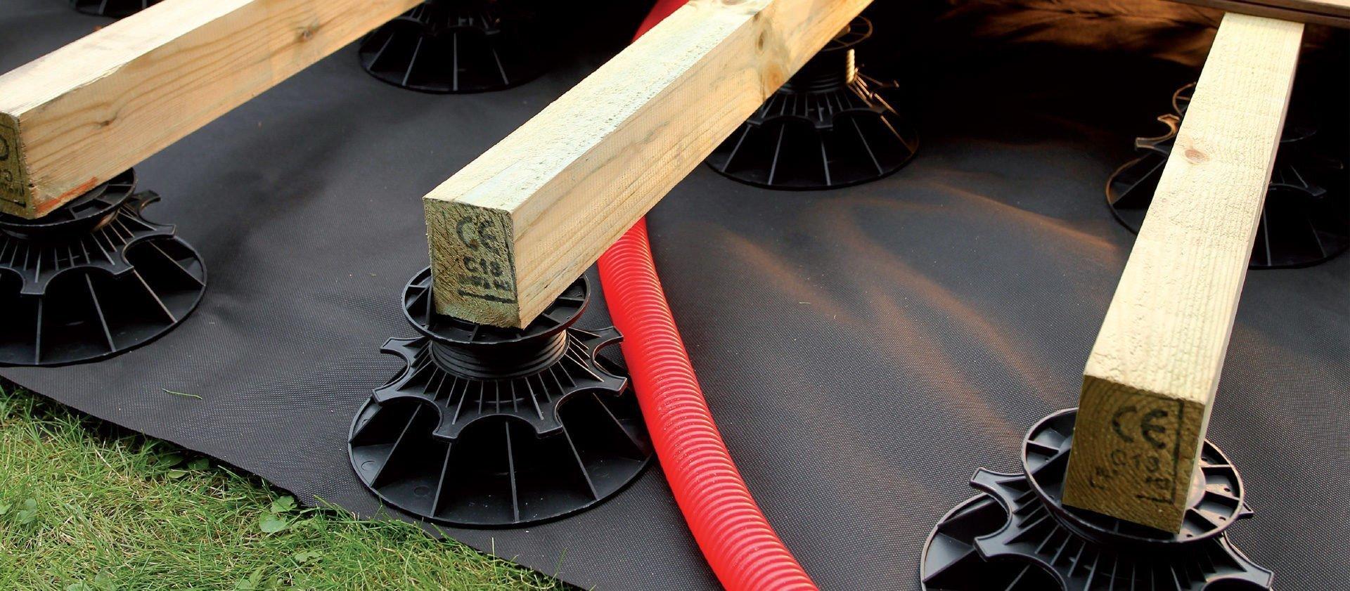plots pvc réglables pour terrasse en bois